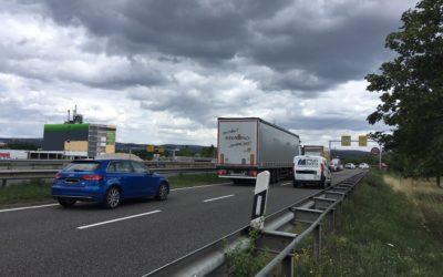 Linksabbieger nach Kesselheim sorgt für Verkehrs-Chaos auf der B9